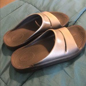 OOFOS Unisex Sandals